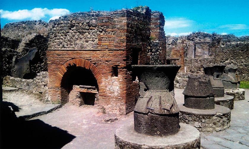 İtalya Pompei'de eski bir fırın kalıntısı.