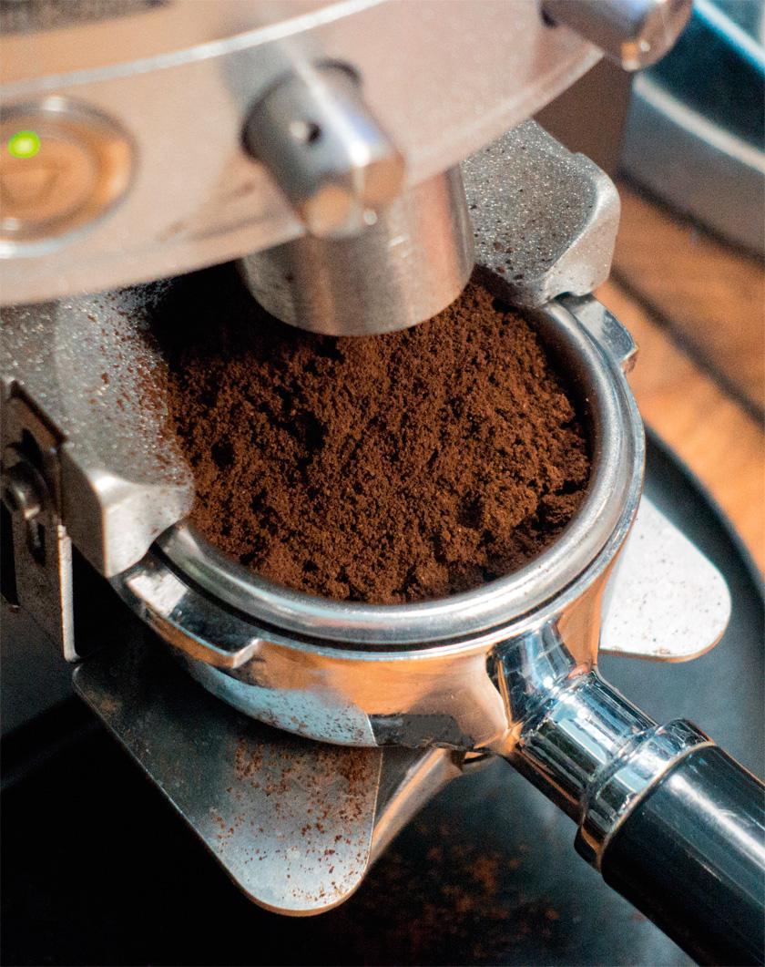 Aldığınız kahve çekirdeğini çok ince bir ayarda ve doğru biçimde öğütmeniz gerekiyor.